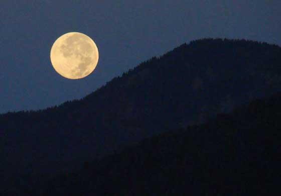 ski-valley-moon